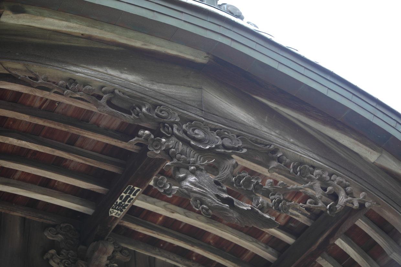 下田八幡宮の梅の彫刻