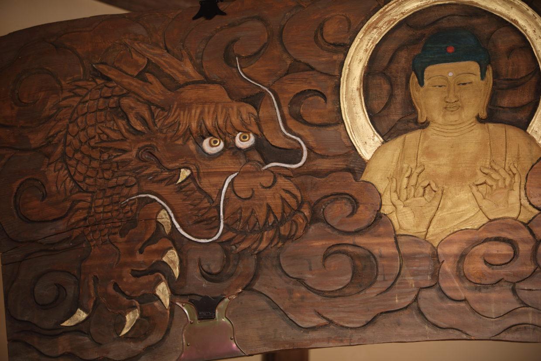 徳正寺の左側の龍